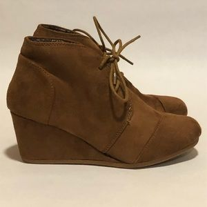 #AA1P Forever Faux Suede Ankle Sz 6.5
